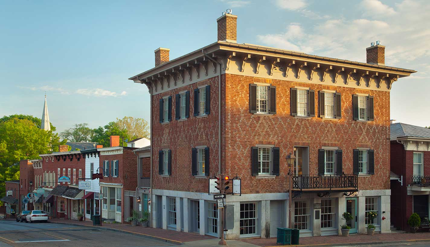 Morning light on the Georgian-style Washington Building, one of the oldest structures in Lexington circa 1789
